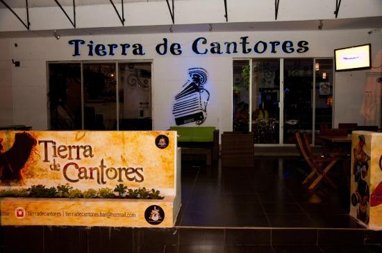 Tierra de Cantores El Bar