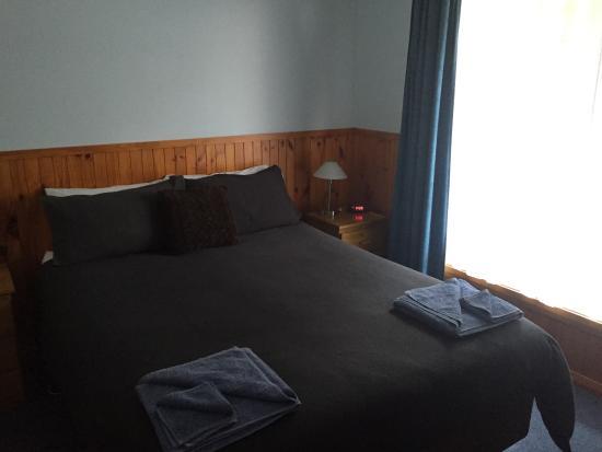 Castaway Holiday Apartments: main bedroom