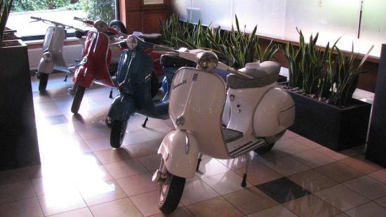 Grand Hotel Tiberio: Lobby with Vespa bikes