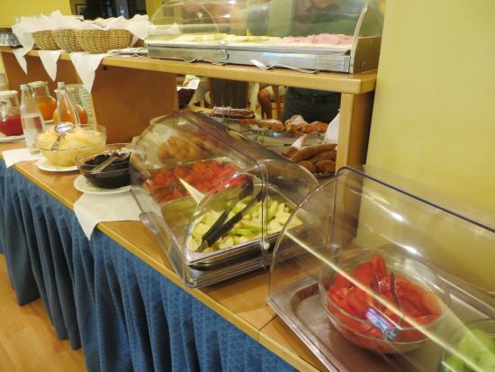 Hotel Brione: breakfast bar