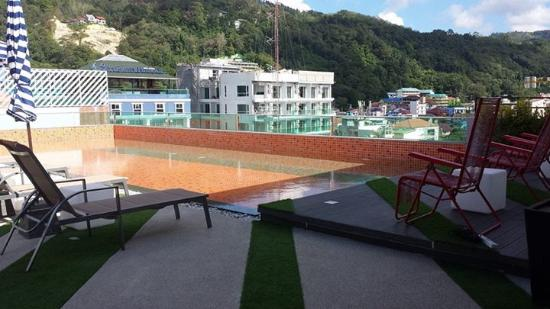 pool at rooftop