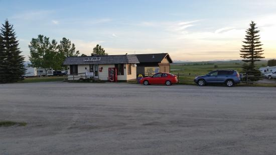 Calaway Park RV Park and Campground : Store at campground