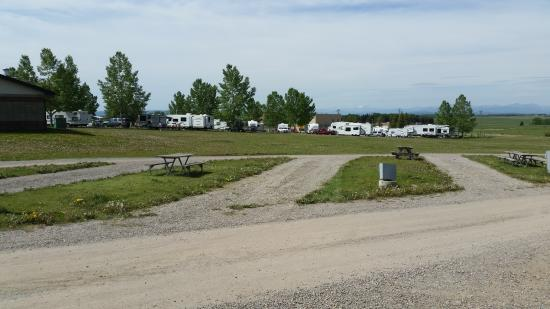 Calaway Park RV Park and Campground : Full service sites, long and narrow