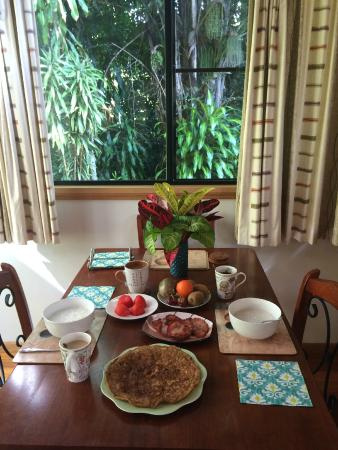 Sharlynn B&B : Dining area surrounded with greens