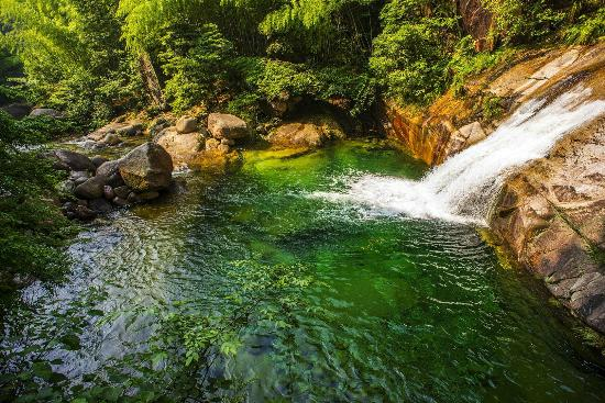 Emerald Valley: Refreshing water