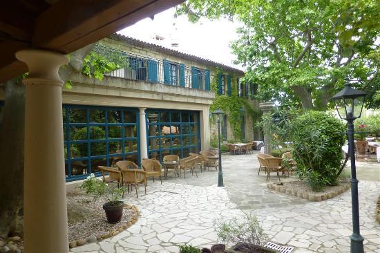 Najeti Hôtel la Magnaneraie : Blick zu Haupthaus