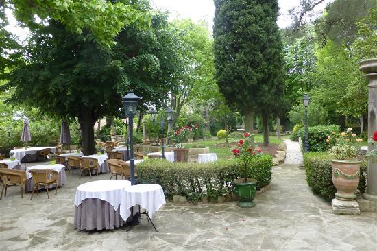 Najeti Hôtel la Magnaneraie : Gartenterrasse