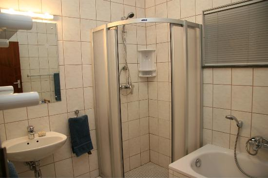 Felsenblick Accommodation: Family Apartment Bathroom