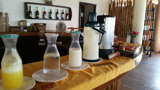 Ocean Vida Beach & Dive Resort : Upstairs Restaurant - Breakfast Buffet