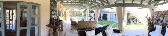The Parkwood: panoramic view of patio/garden