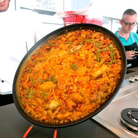 Finished paella ready to serve picture of taller for Taller andaluz de cocina