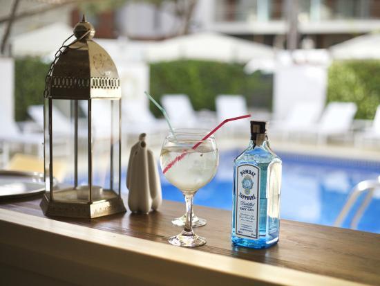 Hotel Els Pins: Swimming pool bar
