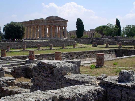 Risultati immagini per area archeologica di paestum
