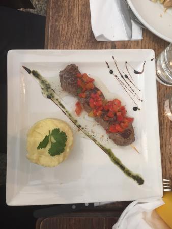 Petula cafe: Crème brûlée au foie gras original. L'ensemble des plats était bon.