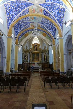 Castelnau-de-Montmiral, France : interior da igreja