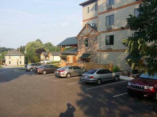 Floyd, VA: Close parking. Large clean rooms!