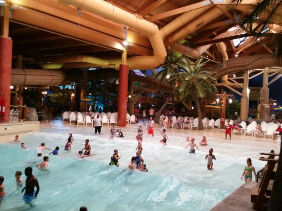 Castaway Bay Resort: Very nice water park.