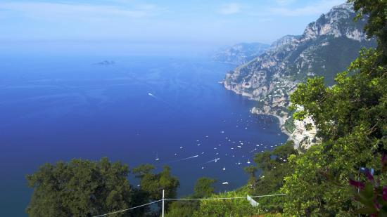 Villa la Quercia: The view from the steps down to Positano - there's an even better view from the rooms