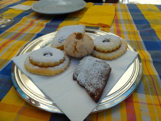Trattoria del Compare: Maria's beaituful home made desserts.