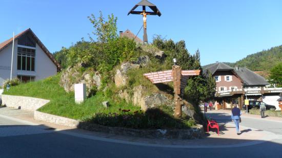 Hotel Maien + Appartement-Schwarzwaldhaus: in het dorp.