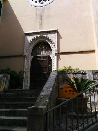 Locanda Persei: The church directly across from the hotel