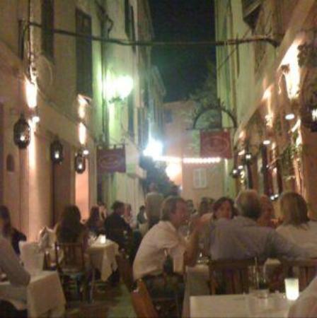 Restaurant BanH-Hoi: Espaço de fora, lotado!!