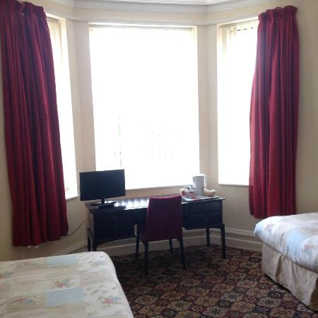 Black lions guest house birkenhead 2018 b b reviews - Wirral hotels with swimming pools ...