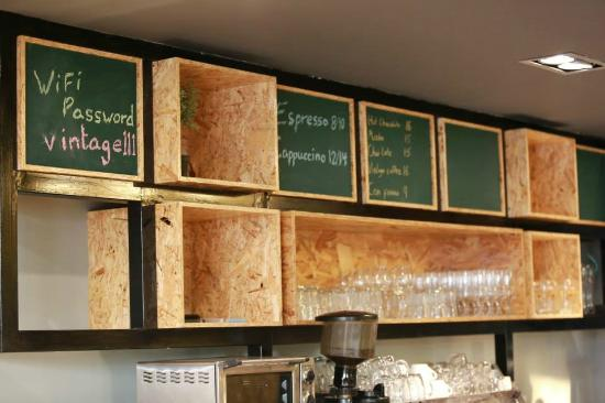 Royal Court Hotel: Coffee Shop Bar Design