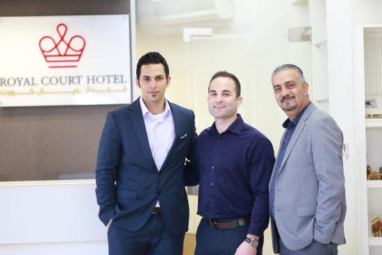 Royal Court Hotel: Staff in Reception