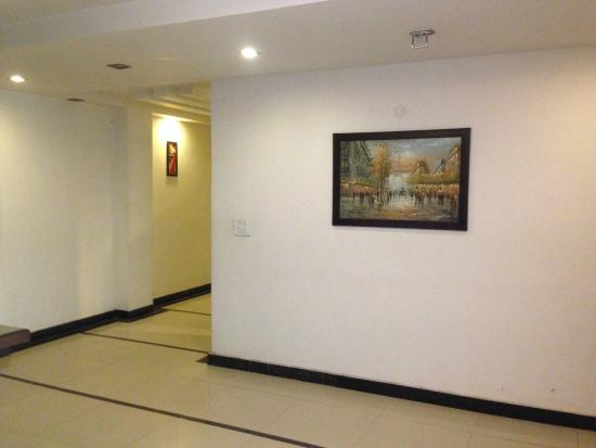 Hotel Namaskar Residency: CORRIDOR