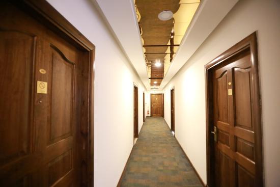 Royal Court Hotel: Hotel Cooridor
