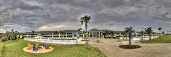 Days Inn & Suites Oceanside Hotel