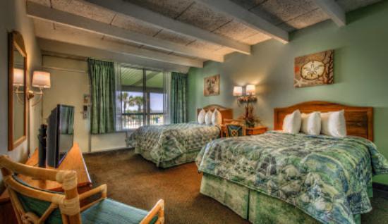 Days Inn & Suites Jekyll Island: OCEANFRONT SUITE - TWO QUEEN BEDS