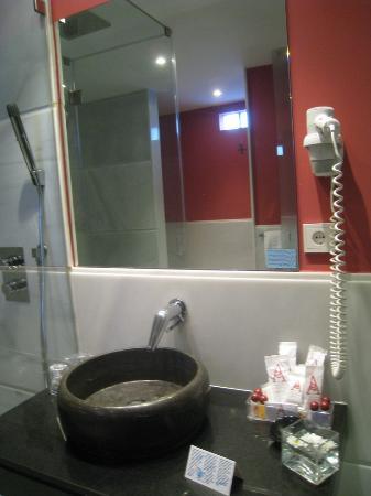 Hotel Spa Ciudad de Astorga: Cuarto de baño de la habitación superior