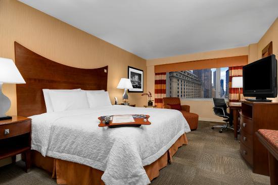 Hampton Inn Manhattan-Times Square North: King Guestroom