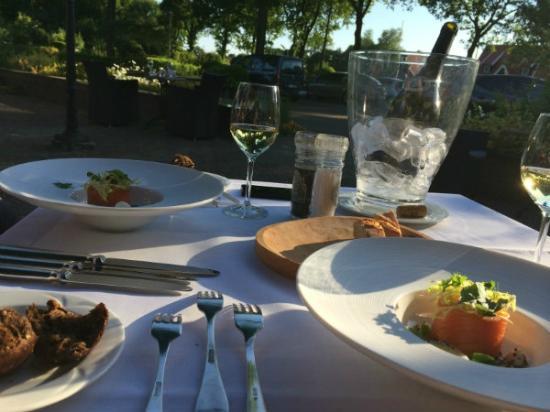 Hotel Restaurant Het Ros van Twente: Dining on the terrace