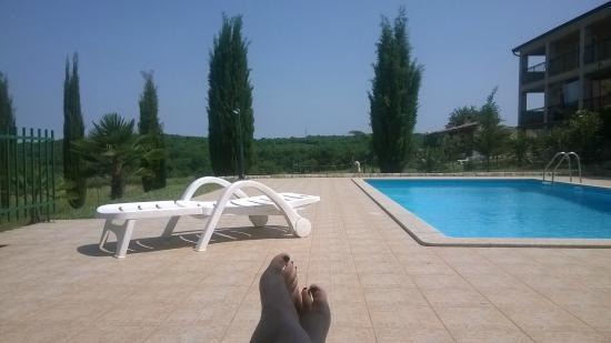 Mugeba, Croatia: Ruhe beim Pool genießen!