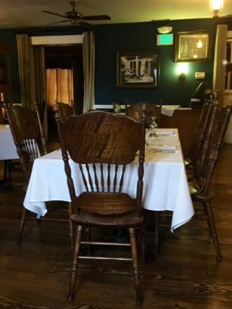 Murphy's Hotel: inside dining room