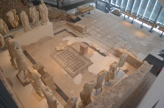 Narona Archaeological Museum: view from the interior