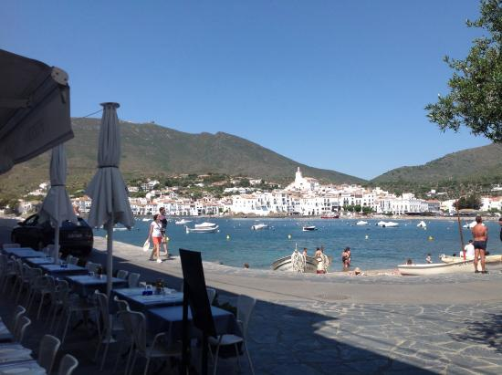 Hotel Playa Sol: Cadaqués delante del playa sol
