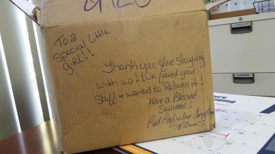 Red Roof Inn Carrollton: Sweet note on the box from manager - y'all are awesome!