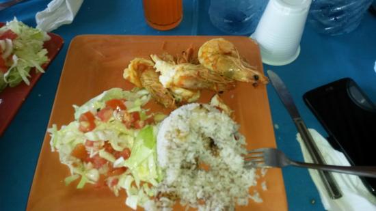 Donde Viancka: Langostinos con arroz con coco y ensalada