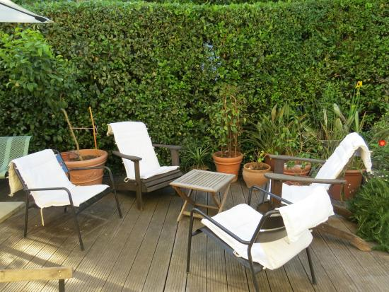 Les Arbousiers: Espace cool sur la terrasse