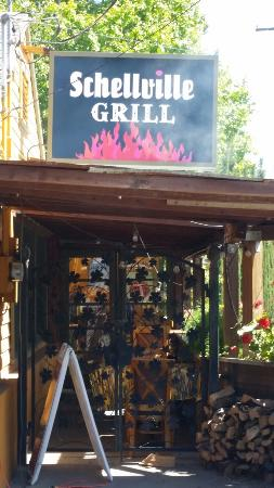 Schellville Grill: Late May- beautiful to dine outside