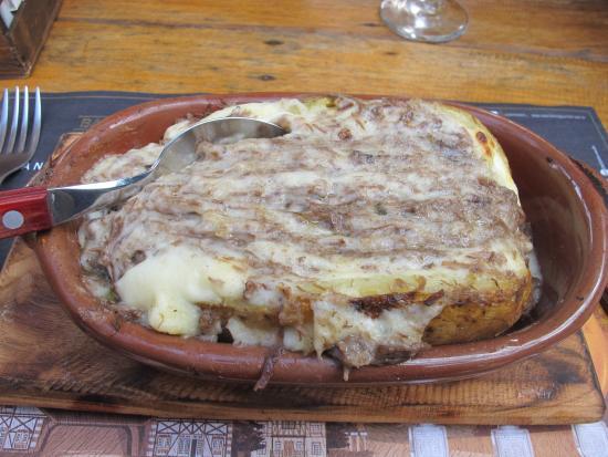 2 batatas grandes inteiras – 100g de manteiga – 100g de queijo parmesão –  60g de queijo ralado – Azeite de Oliva – Sal – Bacon – Pimenta do reino  (opcional)