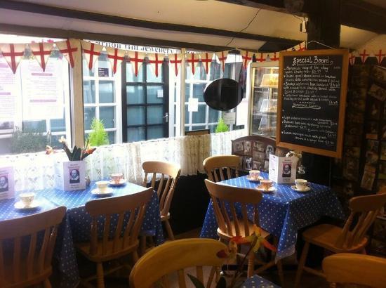 Emporium Tea Room: Lovely settings and fantastic food !