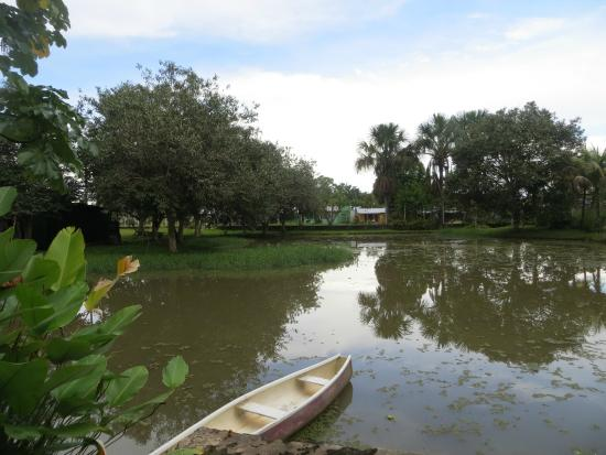 Mahatu Guest House & Hostel: One of the gorgeous ponds