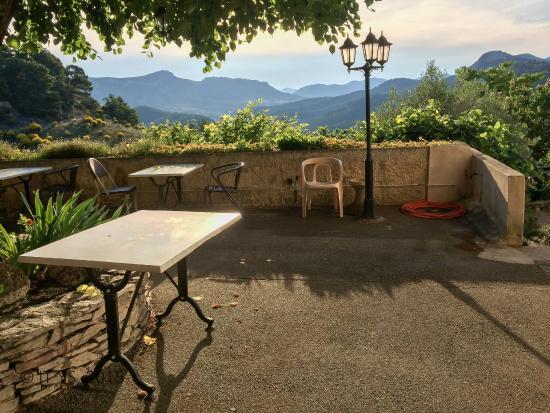 Hotel Restaurant Le Plantevin : Terrace