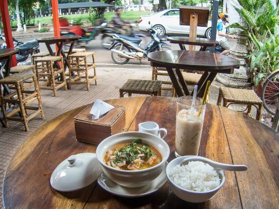 Moloppor Cafe: Moloppor - Curry and rice