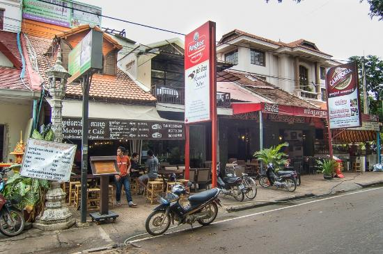 Moloppor Cafe from the street